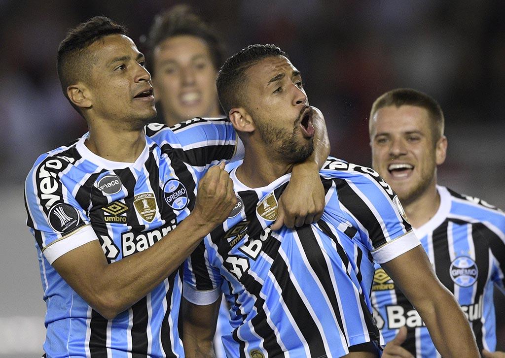 Grêmio bate River e está próximo de nova final da Libertadores
