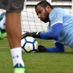 Rodolfo lamenta gols sofridos no fim na derrota para o Santos