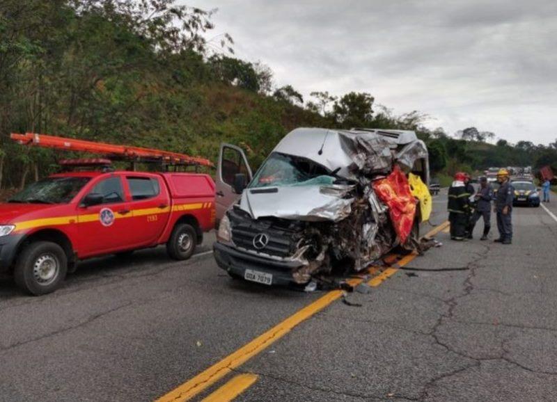 Acidente com van que saiu de Brasília deixa seis mortos
