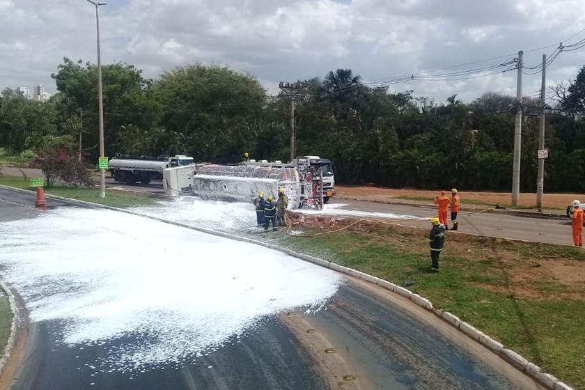 Acidente fecha marginal e congestiona EPTG entre Taguatinga e Guará