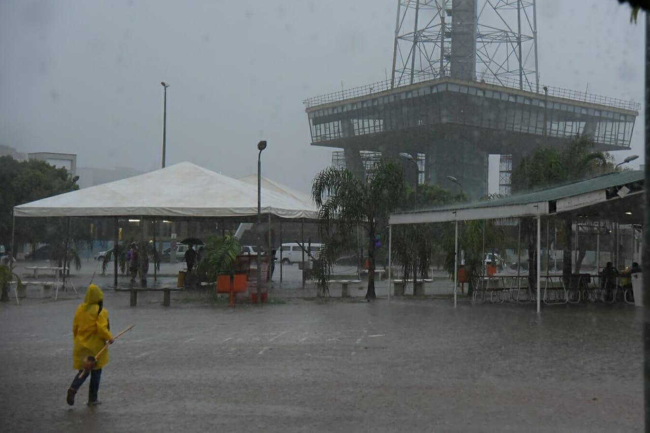Temporal deste domingo deixou ruas do Sol Nascente III debaixo d'água