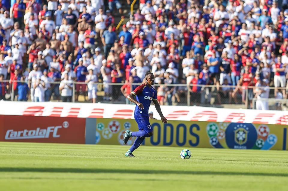 Afastado do Paraná, Cleber pede para treinar no Santos