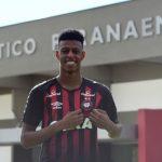 Furacão apresenta Robson Bambu como reforço para 2019