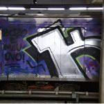 Trens estacionados na Estação Central do metrô são alvos de pichadores