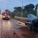 Com suspeita de embriaguez, motorista bate carro e derruba poste no Lago Sul