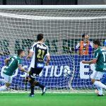 Victor Luis desempata para o Palmeiras: veja o gol