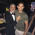 """Em clima de romance, Lulu Santos se declara ao namorado em palco de show: """"Te amo"""""""