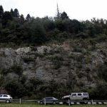 Trailer passa por cima de veículos e deixa oito mortos
