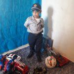 Fã da Polícia Militar, garoto de 4 anos ganha festa e farda de presente