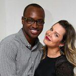 Fernanda Souza se declara ao marido Thiaguinho em piscina e detalhe da foto chama atenção