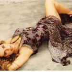 Aos 66 anos, Bruna Lombardi mostra corpo em forma e dá dicas aos fãs para curtir o 'finde'