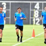 Corinthians divide elenco para treinos e ainda aguarda Romero chegar