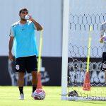 Sornoza treina e elogia elenco do Corinthians