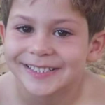Garoto de 8 anos morre após ter uma corda de balanço enrolada ao pescoço