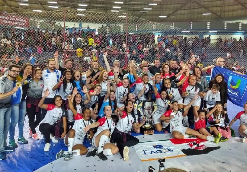 s Leoas da Serra, de Lages (SC), venceram um time espanhol para faturar o primeiro título mundial de clubes no futsal feminino Foto: Divulgação